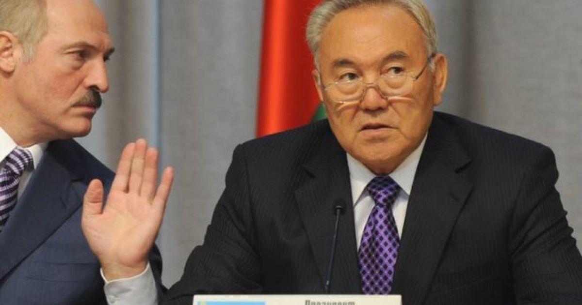 """Россия """"помогла"""": экономика Беларуси упала на 4%, а в Казахстане бросились скупать доллары"""