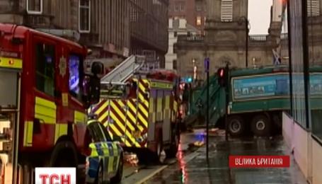 В шотландском городе Глазго мусоровоз въехал в толпу людей