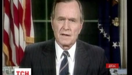 Джорджа Буша-старшего госпитализировали из-за проблем с дыханием