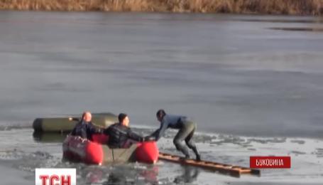 З-під криги врятували двох людей на Буковині