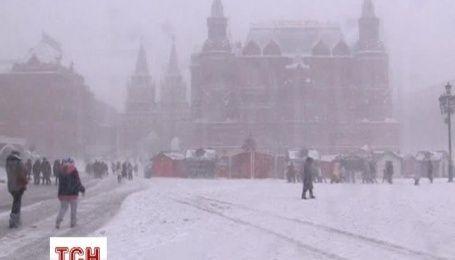 Мощный снегопад парализовал Москву