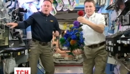 Астронавти НАСА побажали веселих свят усім землянам