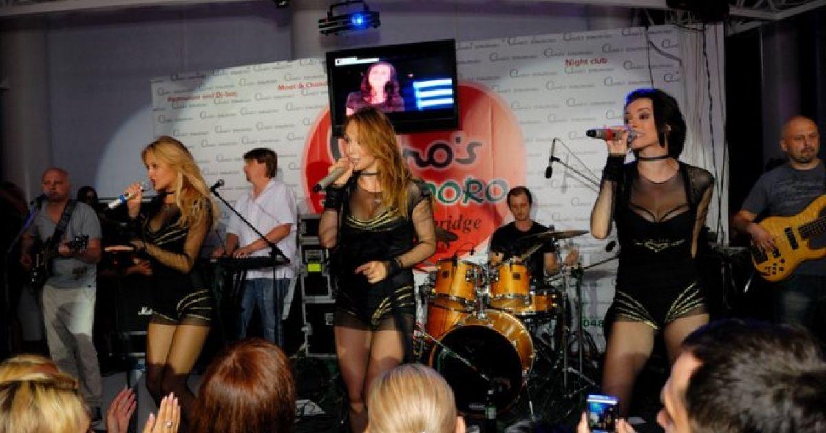 На відв'язній вечірці в Одесі тоді ще дружина рокера Шона Карра Євгенія Тимошенко познайомилась з Артуром Чечоткіним @ gloss.ua