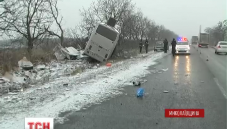 На Николаевщине столкнулись рейсовый автобус и грузовик, погибли два человека