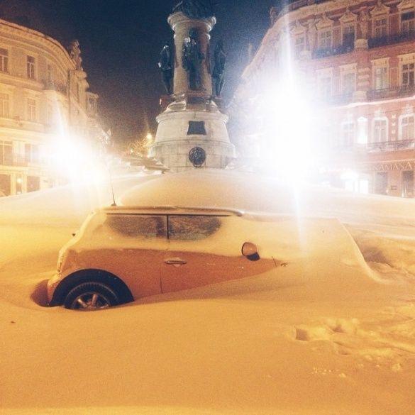 2-Сніг тримає в полоні українські міста: в Одесі їздять на лижах