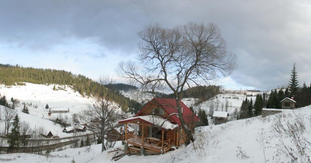 Садиба зеленого туризму та вигляд на село