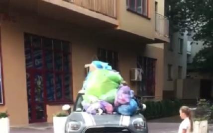 Закидали машину сміттям: у Києві покарали автовласника за невдале паркування (відео)