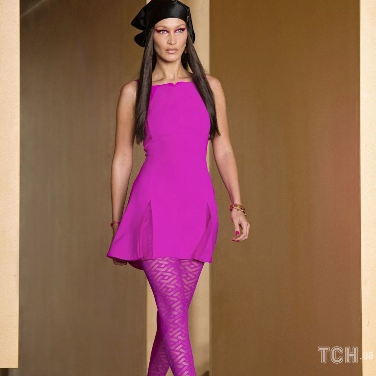 Стримана і елегантна колекція Versace сезону осінь-зима 2021-2022