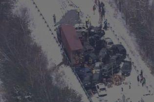 У США через завірюху близько 100 машин потрапили у грандіозну аварію
