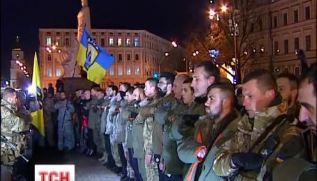 В Киеве на передовую провожали бойцов полка «Азов»