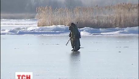 Морози гарантують рибалкам безпечне полювання на кризі