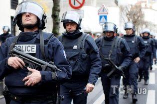 Команду об одновременном начале штурмов захваченных террористами зданий дал президент Франции