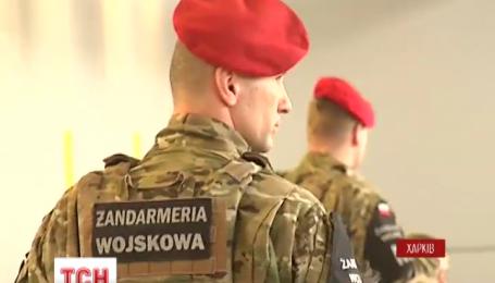 Польша эвакуирует этнических поляков с оккупированных городов Донбасса