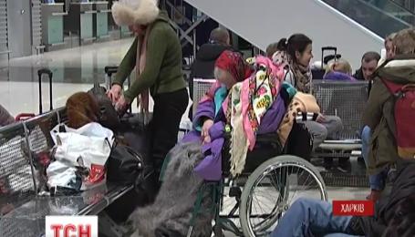 Две сотни переселенцев из оккупированного Донбасса вылетели сегодня в Польшу