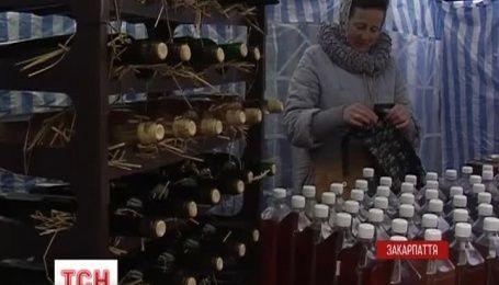 """В Мукачево провели фестиваль """"Червленое вино"""""""