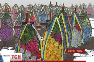 В моргах Днепропетровска хранят останки 31 неопознанного бойца АТО