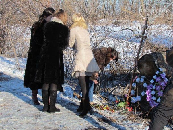 На місці кривавої трагедії під Волновахою встановили пам'ятний хрест