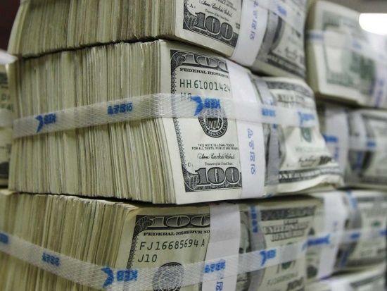 Після несподіваних дій Нацбанку на валютному ринку різко здорожчали долар і євро
