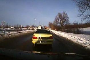 В сети показали видео обстрела автобуса под Волновахой с нового ракурса