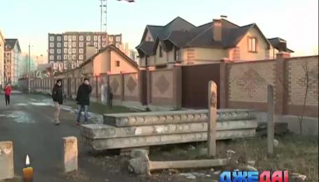 """Неизвестный устроил """"блокпост"""" на одной из киевских улиц"""