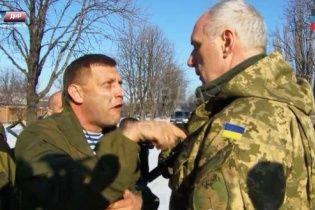 Неврівноважений Захарченко з матюками і кострубатим пальцем накинувся на українського офіцера