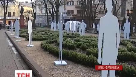 В Ивано-Франковске установили арт-инсталляцию против торговли людьми