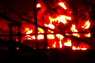 На Харьковщине возле крупнейшего в Украине газового месторождения вспыхнули цистерны с топливом