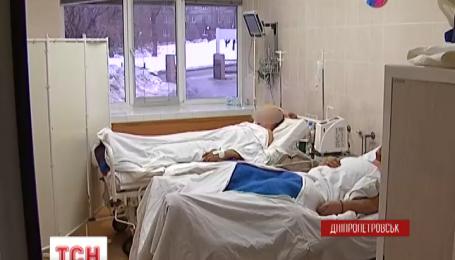 Поранених захисників летовища доправляють у Дніпропетровськ