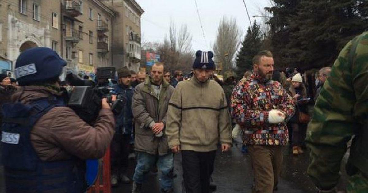 Бойовиків вмовили не проводити парад полонених українських військових