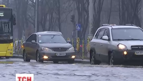 Настоящий потоп сегодня образовался на Левом берегу столицы