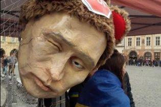 """Чехи вийшли на мітинг проти агресії РФ із Путіним-""""Гітлером"""""""