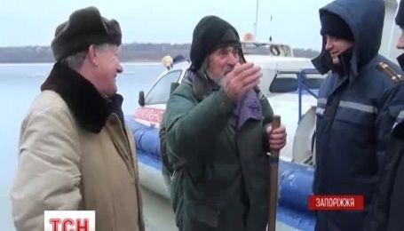 На Запорожье сняли со льда 16 рыбаков в Каховском водохранилище