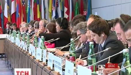 Одразу кілька міжнародних організацій обговорюють загострення ситуації на Сході