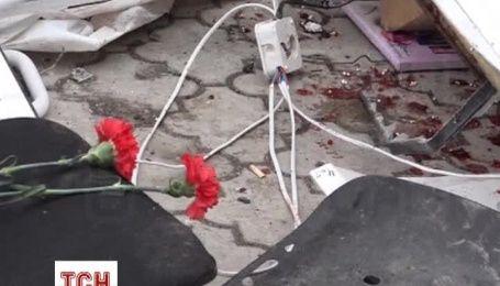 В Мариуполе продолжают хоронить жертв обстрелов