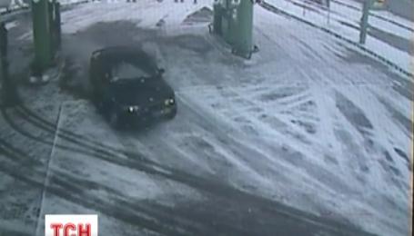 Житомирські автозаправки страждають через серійного водія-злодія