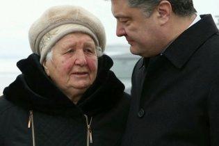 Порошенко прибув в Аушвіц разом з 90-річною колишньою ув'язненою концтабору смерті