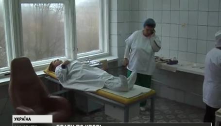 У Мукачеві активісти закликають здавати кров для військових шпиталів