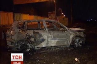 В Киеве взорвалась и полностью сгорела машина