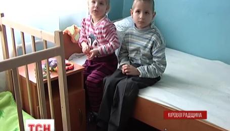 4 голодних і змерзлих дітей знайшли соціальні працівники у зачиненій хаті