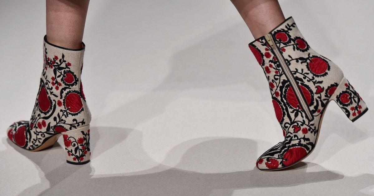Valentino у новій колекції використав елементи одягу зі Східної Європи @ Getty Images