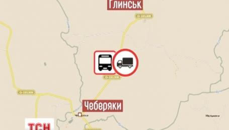На Сумщине военный грузовик протаранил школьный автобус