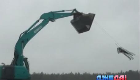 В Финляндии экскаватор превратили в аттракцион