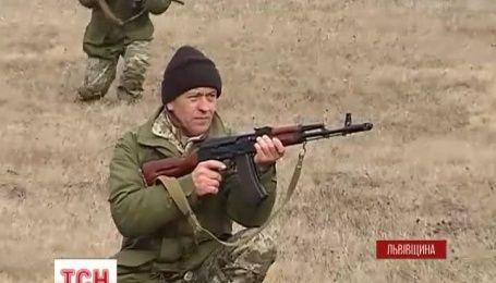 Мобилизованных со всей Украины привезли на учебную базу в Яворивский полигон