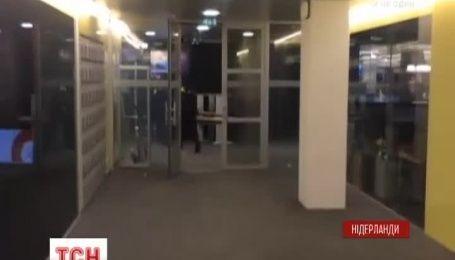 """19-летний голландец с """"оружием"""" требовал прямого эфира"""