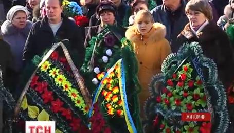 Со снайпером 95 аэромобильной бригады Анатолием Стратовичем прощались в Житомире