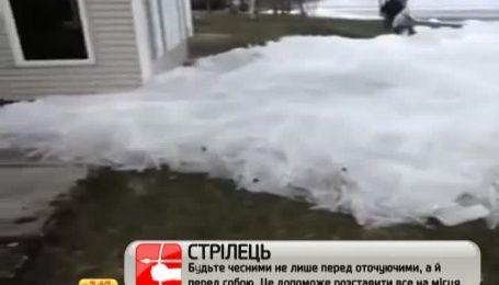 Американцы вынуждены были наблюдать, как тонны льда надвигались на их дома