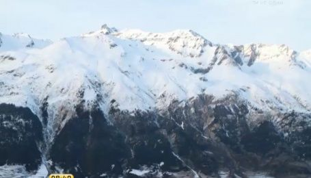 Альпы - маленькие домики, снег, и горы вокруг