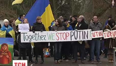 Навіщо російські ЗМІ перетворюють Путіна на супермена