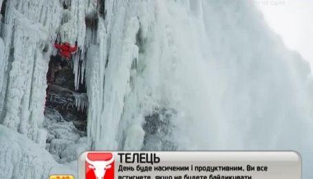 Альпинист в час покорил замерзший Ниагарский водопад