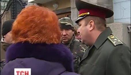 """Дружини бійців батальйону """"Київська Русь"""" знову пікетували Міноборони"""